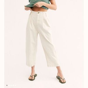 NWOT Free People Pleated Carrot Jeans